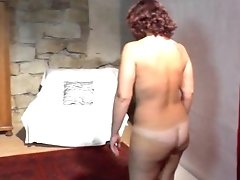 Buxom Czech Mummy Does Voluptuous Lapdance