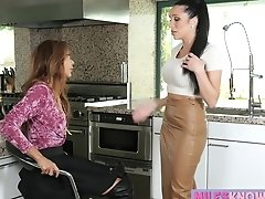Milf Jaclyn Taylor Seduces Teen Ayumi Anime To Eat Her Pussy