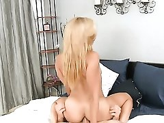 Tattooed Senorita Sucking Like It Aint No Thing In Blowjob Action With Hot Blooded Guy