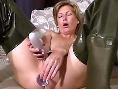 Dildofuck With Vibrator In Waders