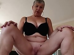 Fledgling Real Mature Mom With Thirsty Vagina