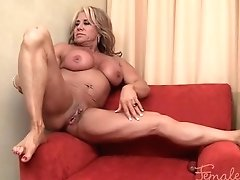 Mature Muscle Mummy Masturbating