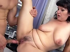 Mature Sucks Like It Ain't No Thing In Oral Action With Hot Blooded Guy