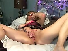 Sexy Red Girl 38y