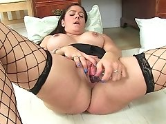 Brit Mature Assistant Leia Masturbates In Fishnets