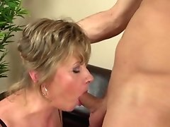 Homeboy Fucks Mature Mom Rough And Nice