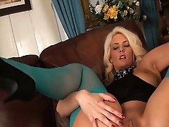 Olivia.jayne.chesty.blonde.ani.2307