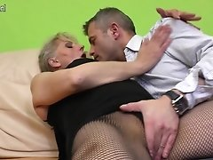 Hairy Mature Mom Shrieking While She Gets Fucked Hard
