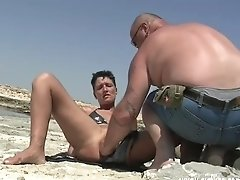 Inexperienced Wifey Knuckle Fucked At The Beach