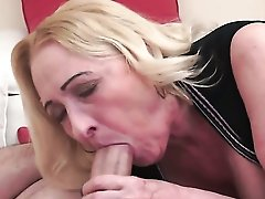 Mature With Huge Tits Enjoys Intense Dick Sucking In Steamy Oral Action With Lucky Guy