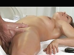 Hot Mummy Luvs Oily Frigs Deep In Beaver