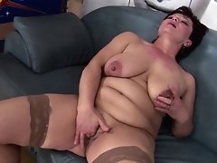 Kinky Mature Not Mom Gets Going Knuckle Deep From Sweet Gal